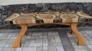 Очень красивая скамья из дерева и эпоксидной смолы