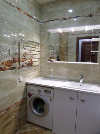 Просторная ванная с морскими мотивами