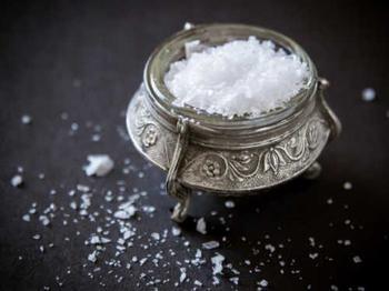 3 самые сильные энергетические чистки: солью, огнем и водой