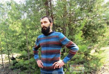 Мужской свитер с центральным узором