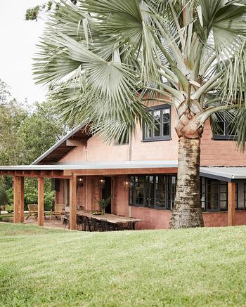Изысканная простота и виды на зелёные холмы: коттедж для аренды в Австралии