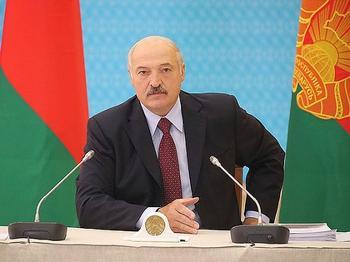 Лукашенко считает глупыми разговоры о возможности объединения республики с Россией