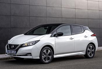 Nissan LEAF 2022: комфортный городской электромобиль