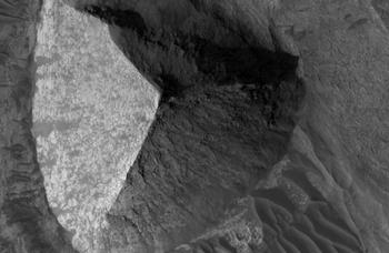 На Марсе обнаружена трехсторонняя пирамида