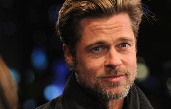 Брэд Питт нашел замену Анджелине Джоли, и она духовная целительница