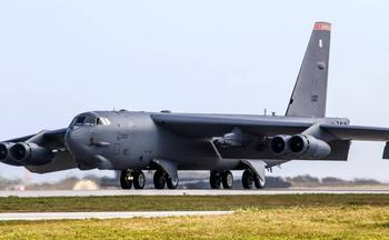 Столетний «бомбер»: как Штаты будут модернизировать легендарный B-52
