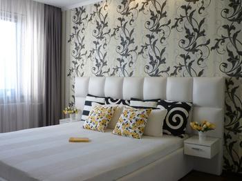 Спальня: беспроигрышное сочетание черного, белого и серого