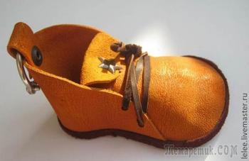 Брелок: ботиночек из кожи