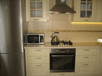 Светлая, деревянная, классическая кухня