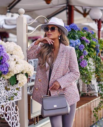Деловой стиль 2021: женственные образы со шлейфом невероятной красоты