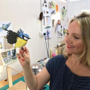 Трёхмерные скульптуры птиц и бабочек