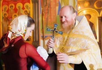 Можно ли крестить незамужним девушкам девочек?