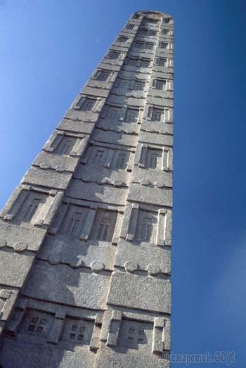 С 4 века в Эфиопии стоят макеты зданий высотой 24 метра.