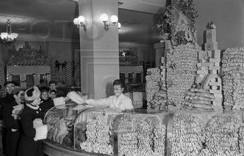Магазины в СССР (38 фото)