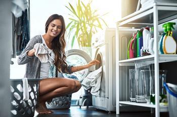 Лайфхак: зачем класть пластиковый пакет в стиральную машину