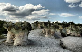 Уникальные каменные грибы в Болгарии и красивые легенды, связанные с ними
