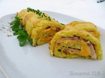 Картофельный рулет с мясом и сыром