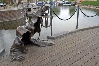 Скульптура «Чёрный призрак». Литва