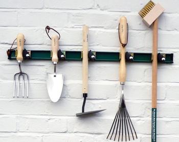 10 крутых идей, которые помогут содержать садовый инвентарь в порядке