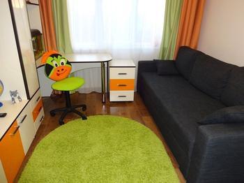 Детская: практичная комната для мальчика пяти лет