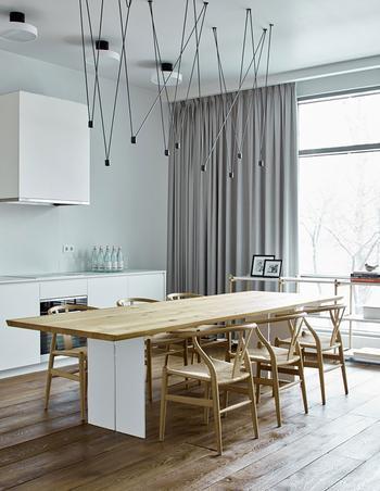 Спокойный современный дизайн квартиры с открытой планировкой в Москве
