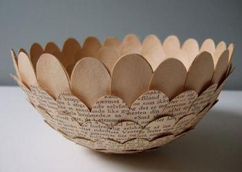 Бумажные чашки из старых книг