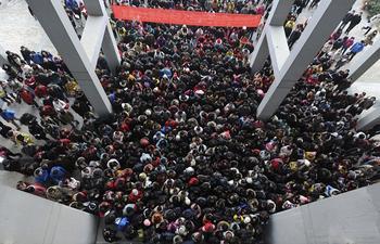 23 шокирующих фотографии о том, насколько много людей в Китае