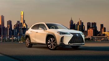 Больше-меньше: первое знакомство с новым Lexus UX
