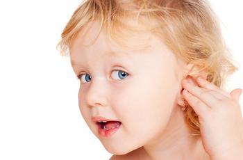 В каком возрасте можно прокалывать уши девочкам?