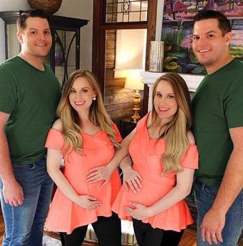 Сестры-близнецы вышли замуж за братьев-близнецов и почти одновременно стали родителями