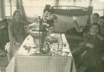 Как это было: советская женщина на даче
