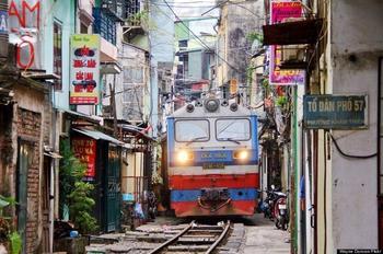 Поезда, которые ездят по самым необычным местам
