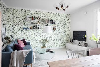 Стокгольмская квартира с жизнерадостными обоями и розовой спальней