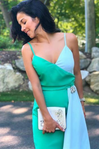 Как носить двухцветное платье с запахом