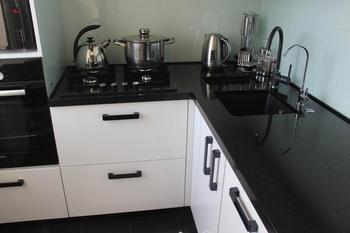 Моя кухня: маленькая, черная