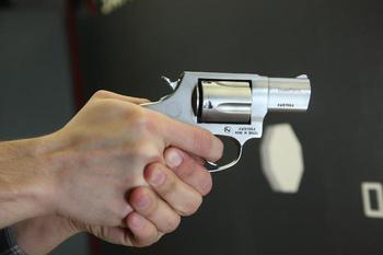 Оружие «из-за пазухи»: как появились пистолеты и револьверы «для кармана»