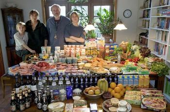 Что можно найти в холодильнике жителей разных стран