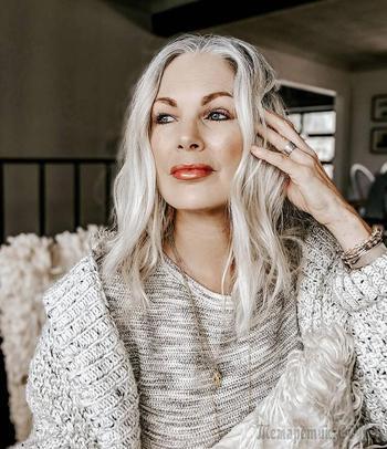 15 модных причесок и укладок волос до плеч для леди старше 60 лет 2021