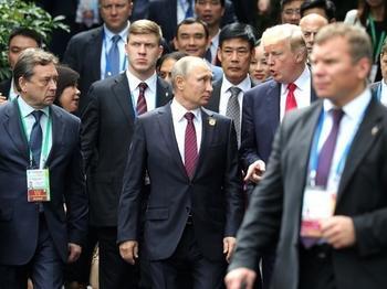 Лесть и страх: экс-глава ЦРУ рассказал, как Путин манипулирует Трампом