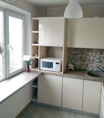 """Моя кухня: стеклянная мебель без ручек и фартук-""""пэчворк"""""""