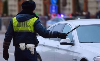 Обязан ли водитель выходить из авто по требованию инспектора