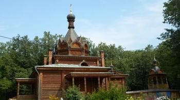 Храм Тихона Задонского в Сокольниках: деревянная церковь в русском стиле