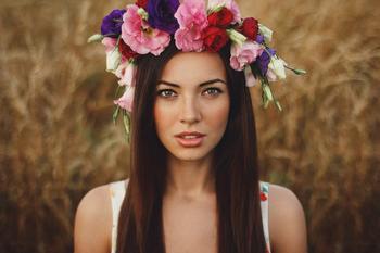 Женщины с цветочными коронами - 42 портрета