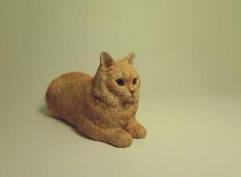 Реалистичные миниатюрные статуи кошек