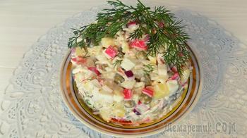Крабовый салат с яйцами картофелем и зеленым горошком