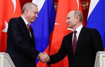 Путин пообещал Турции помощь в тушении лесных пожаров. Жители Якутии просят его о том же