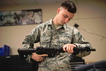 GAU-5/A для нештатных ситуаций. В американских ВВС осваивают винтовку выживания
