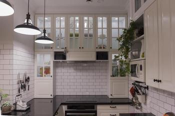 Кухня: маленькая и узкая, но функциональная и стильная