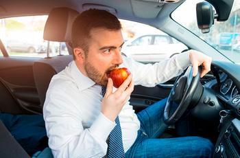 Что можно и нельзя есть за рулем?