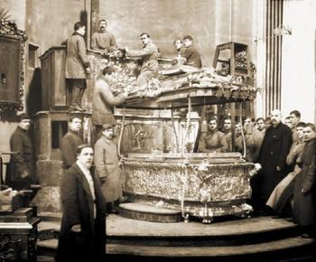 Как большевики мощи святых проверяли